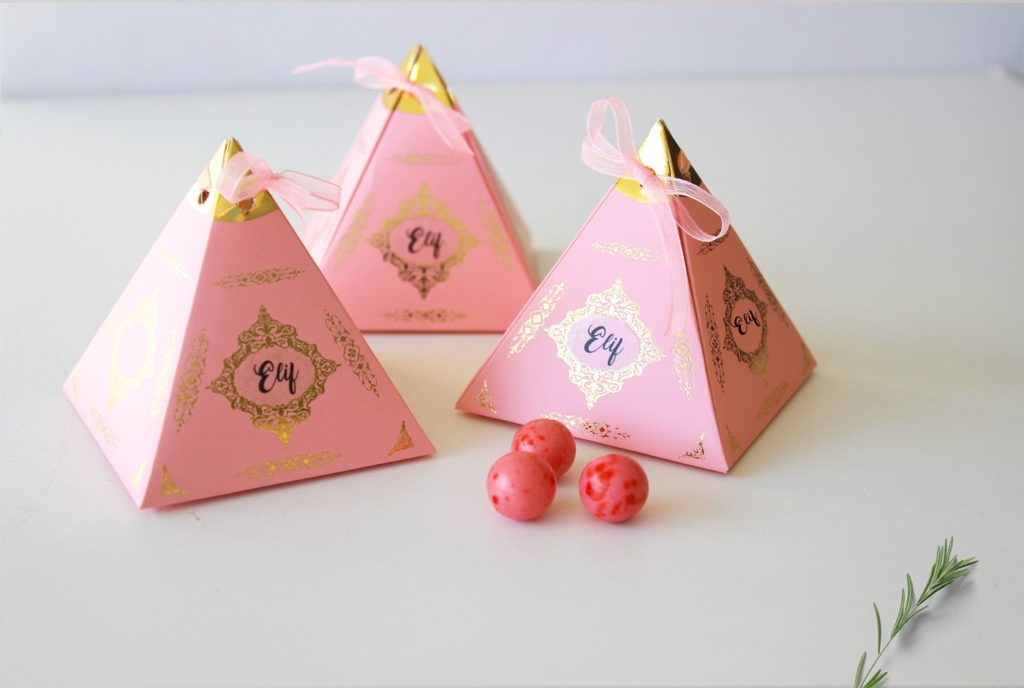 isme özel piramit kutu